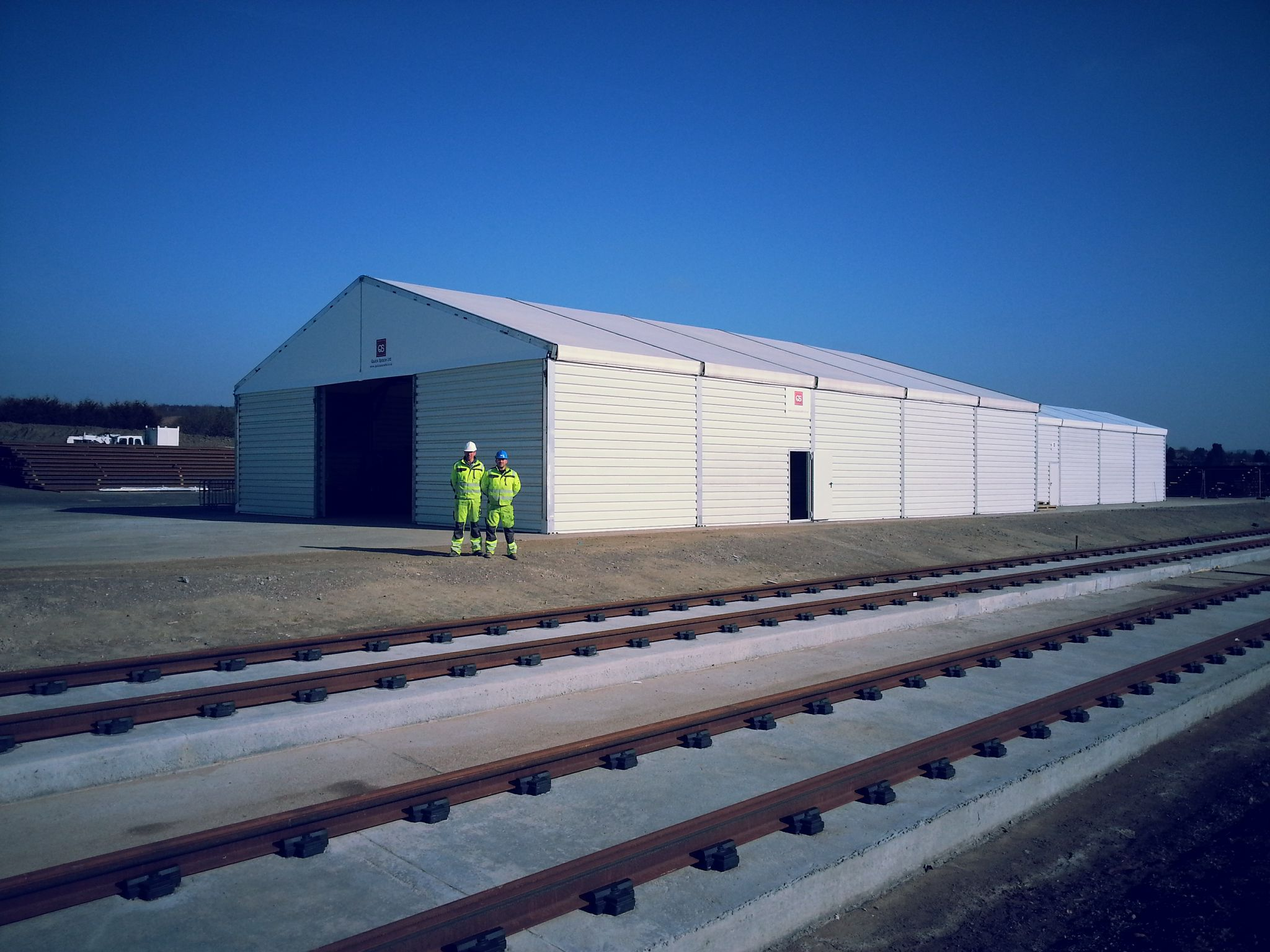 We are specialists in the provision of temporary storage, sales and work space